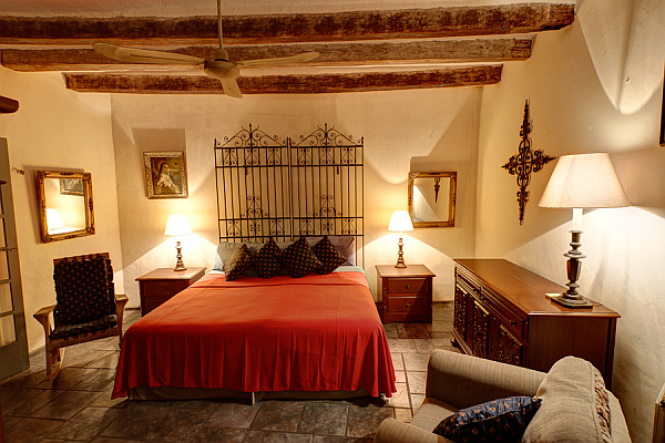 Decorating with a spanish influence for Spanish style bedroom