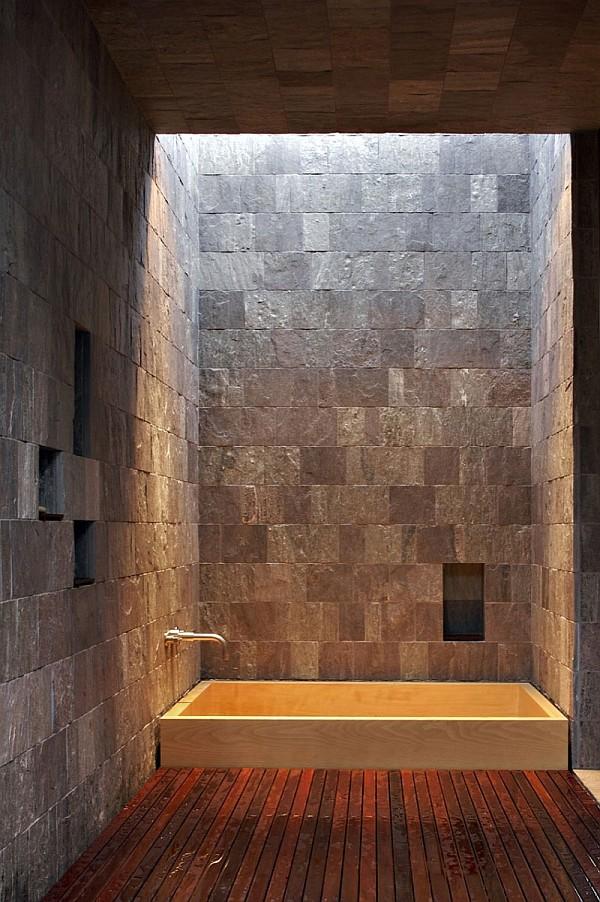 Creekside Residence 13 stone walls bathroom