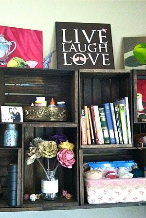 DIY: Bookshelf Made From Crates