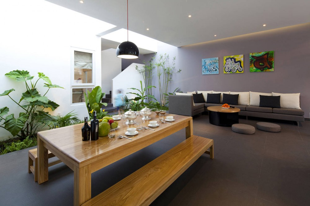 Go Vap Modern House – kitchen & dining room greenery