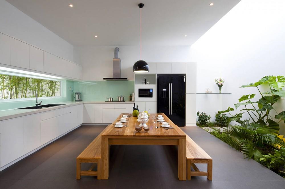 Go Vap Modern House – minimalist kitchen with dining table