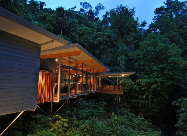 HP Tree House environmentally friend house 1 Environmentally Friendly HP Tree House: Sitting Atop the Rainforest With Transparent Delight