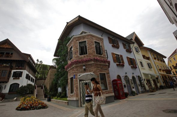 Hallstatt Replica in China 1 China Creates Replica of an Entire Austrian Village (HallStatt)