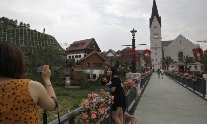 China Creates Replica of an Entire Austrian Village (HallStatt)