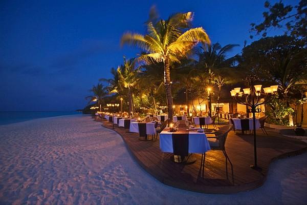 kanuhura island resort breathtaking holiday travel option in the maldives. Black Bedroom Furniture Sets. Home Design Ideas