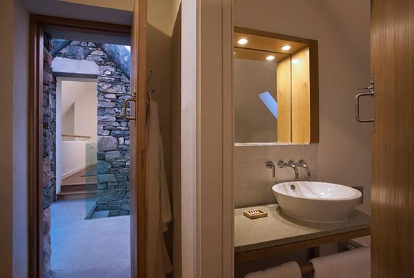 Modern Stone Hut – cottage bedroom