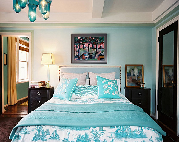 From navy to aqua summer decor in shades of blue for Aquamarine bedroom ideas