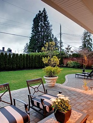 Extremely cozy backyard patio