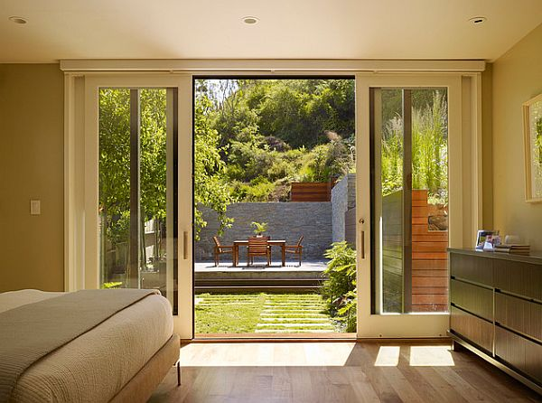 Perfect backyard retreat 11 inspiring backyard design ideas for Long sliding glass doors