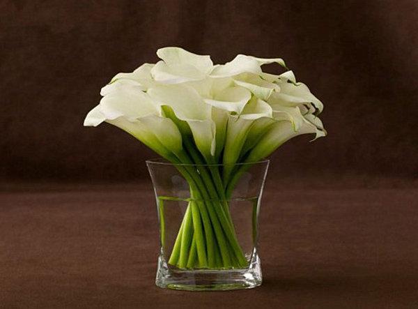 calla lilly floral arrangement