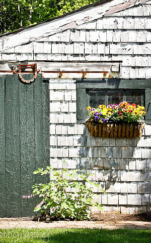 Vintage farmhouse decorating
