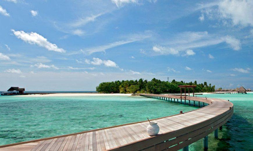 5-star Constance Moofushi Resort in Maldives 1