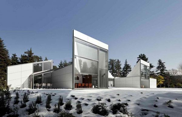 AA House winter Spectacular white home in Barcelona