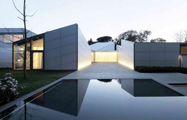 AA House yard2 Spectacular white home in Barcelona