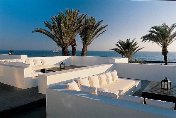 Design hotels almyra hotel in paphos gets a chic modern for Design suites hotel