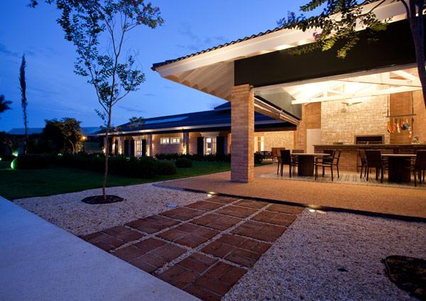 Baronesa-Residence-outdoor dining