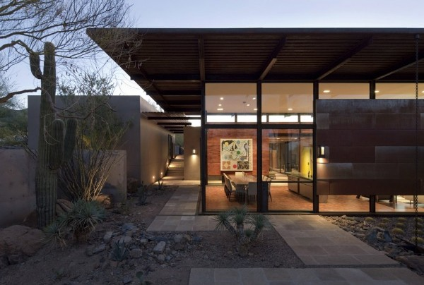 Brown Residence glass living room Brown Residence: Transparent beauty designed to take on the desert heat