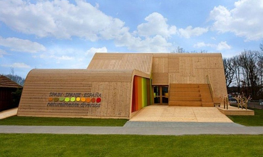 Spanish Pavilion Design Resembles a Ski Ramp With a Splurge of Color