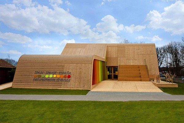 Colorful Spanish Pavilion 2 Spanish Pavilion Design Resembles a Ski Ramp With a Splurge of Color