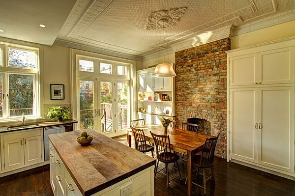 View In Gallery A Beautiful Decor For A Farmhouse Kitchen
