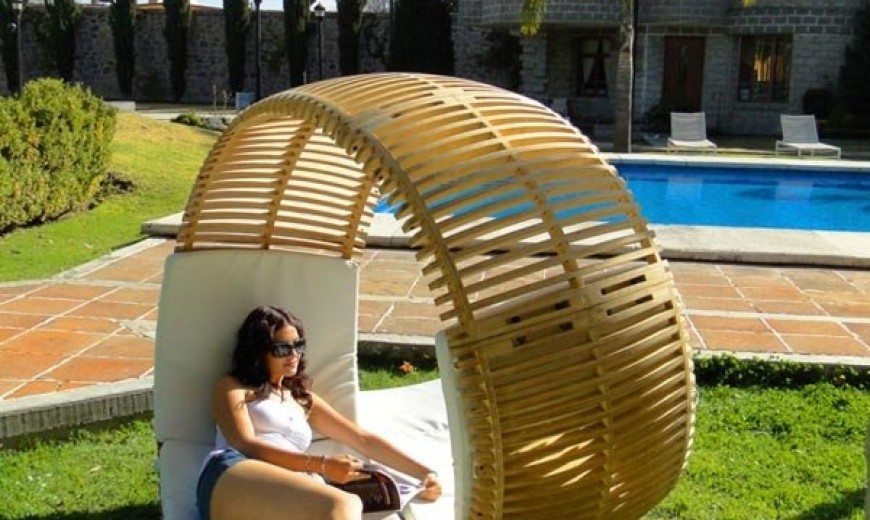 Relaxing Loopita Bonita Chaise Longue Looks Like a Fancy Roller-Coaster