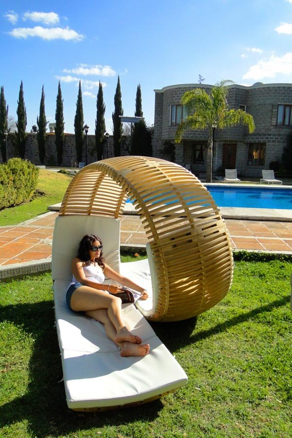 Loopita Bonita Chaise Longue 1 Relaxing Loopita Bonita Chaise Longue Looks Like a Fancy Roller Coaster
