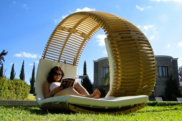 Loopita Bonita Chaise Longue 2 Relaxing Loopita Bonita Chaise Longue Looks Like a Fancy Roller Coaster