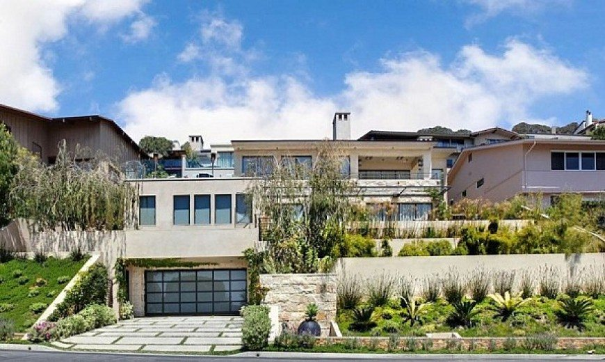 California Beach House Spells Luxury and Class