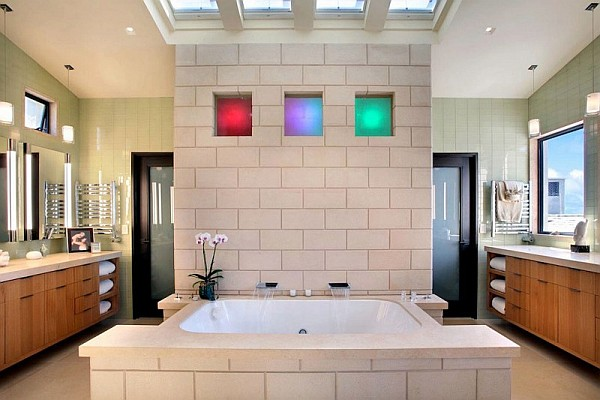Luxury Beach House, Laguna Beach, California – modern bath tub