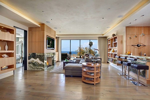 Luxury Beach House, Laguna Beach, California – wooden walls living area