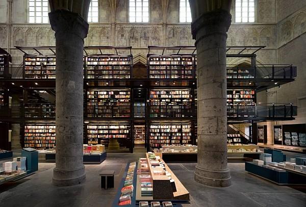 Selexyz Dominicanen Bookstore - Maastricth 5