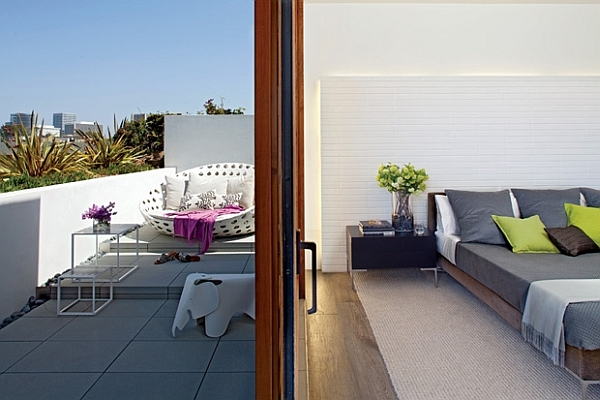 Modern living space in California amalgamates contrasting design