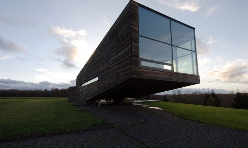 Utriai Residence: Cantilevered home looks like a ship on the waves!