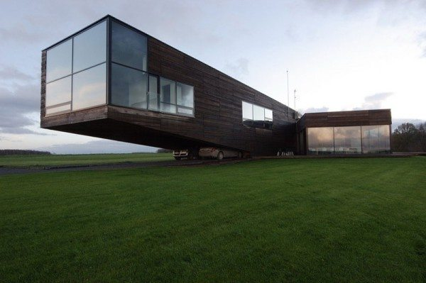 Utriai Residence cantilevered home 2 600x399 Utriai Residence: Cantilevered home looks like a ship on the waves!