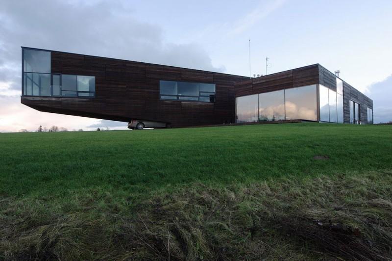 Utriai Residence – cantilevered home 3