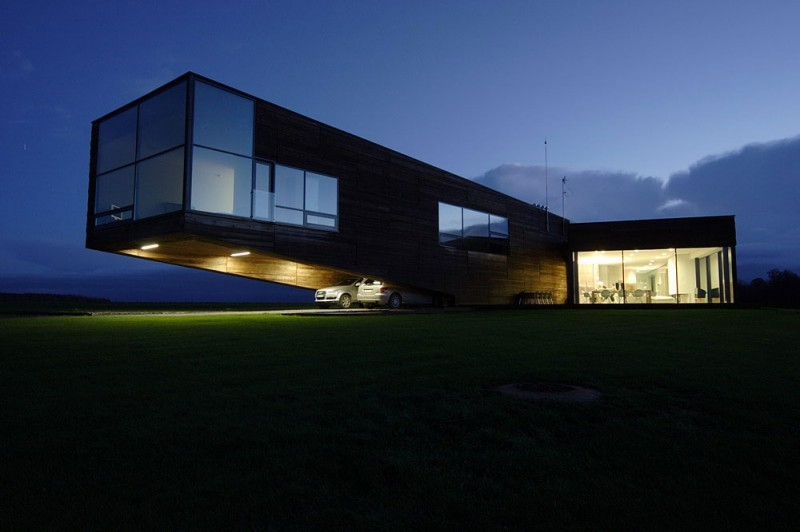 Utriai Residence – cantilevered home 4