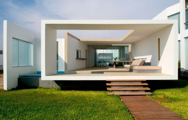beach house lavish white living room 600x382 Boxed delight: Rectangular Beach House in Peru catches eye with sleek contemporary design