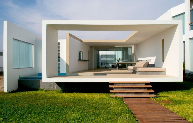 Boxed delight rectangular beach house in peru catches eye Small beach homes