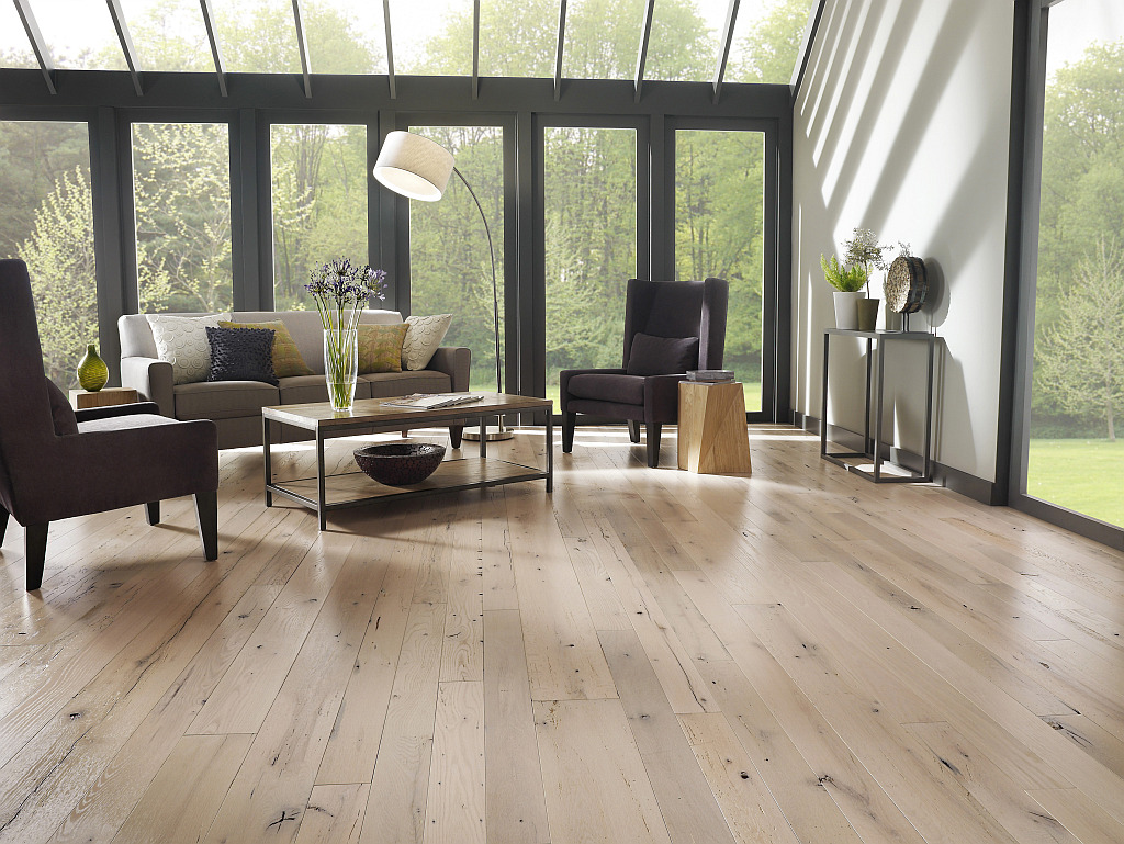 Living room wood flooring decoist for Living room ideas oak flooring