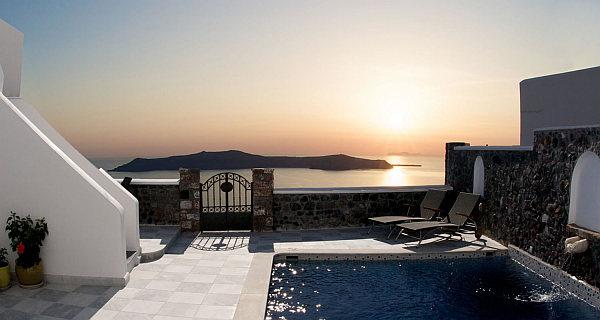 luxury pool villa in santorini