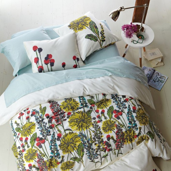 Trendy Teen Girls Bedding Ideas With A Contemporary Vibe: Modern Floral Teen Bedding