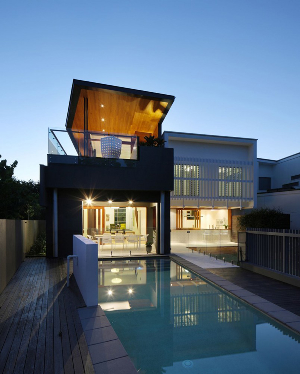 Flat Roof Farmhouse: Modern And Comfortable Residence By A Brisbane Park