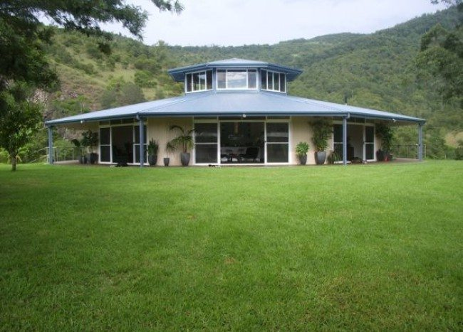 Everingham Rotating House: Cool spinning home offers a multitude of views!