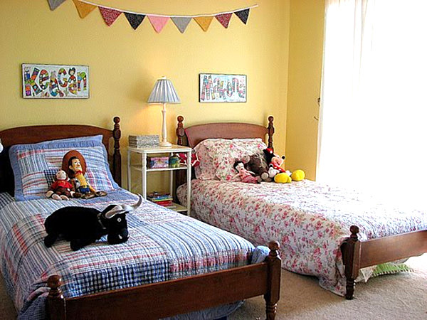 Back to kid spaces 20 shared bedroom ideas for Shared boy and girl room ideas