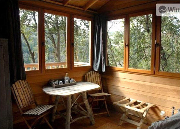 sleep in a French treehouse