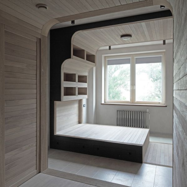 Oak tube apartment in moscow - Delicate apartment interior design with pale hues and movable walls ...