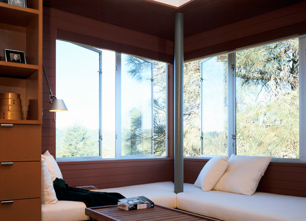 window corner alcove bed