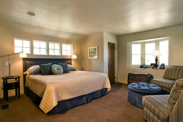 A comfy guest room with seating Be Our Guest: 20 Stellar Guest Room Design Ideas