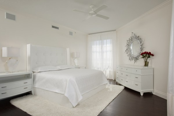 A monochromatic guest room