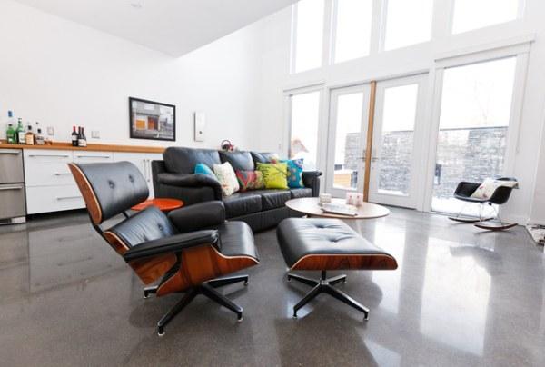 https://cdn.decoist.com/wp-content/uploads/2012/08/A-sofa-sets-a-clear-living-room-border.jpg